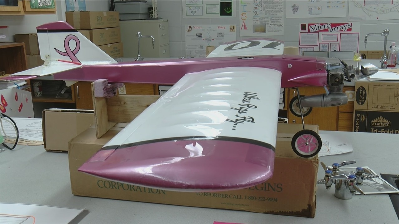 College Heights students build R C  plane
